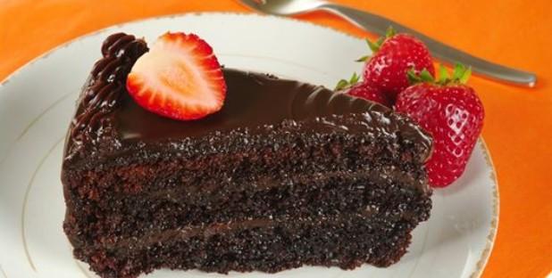Mokrý čokoládový dort s jahodami s dokonalou chutí i vláčností těsta recept