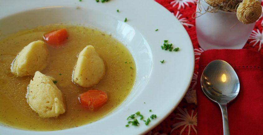 Zeleninová polievka s domácimi knedličkami