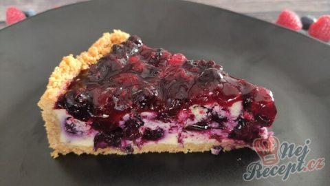 Tvarohový koláč s bobulovým ovocem – cheesecake