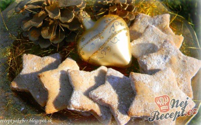 Oříškové hvězdičky – křehké vánoční cukroví
